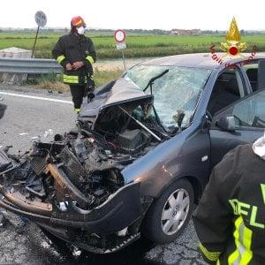 Scontro tra auto e furgone, quattro feriti nel Vercellese