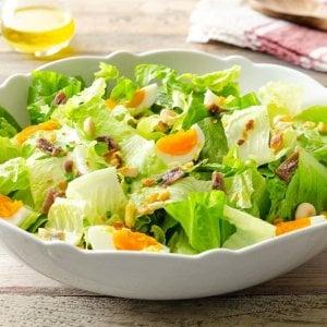 Un'insalatona, la ricetta giusta per sentirsi in buona forma