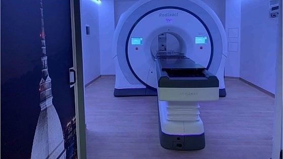 """Torino, la radioterapia segue il respiro del paziente e """"prende di mira"""" solo il tumore"""