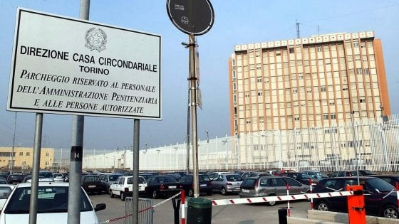 Violenze nel carcere di Torino, silurati direttore e comandante delle guardie