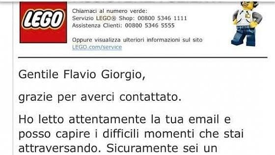 """Torino, papà scrive alla Lego, """"Cerco lavoro"""": l'azienda gli regala il gioco sognato da suo figlio"""