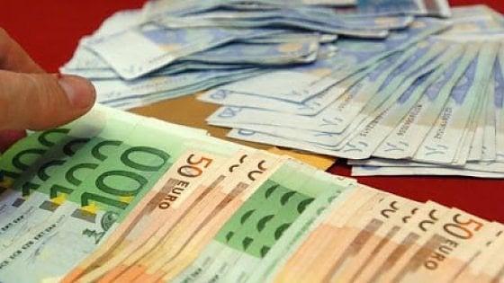 Torino, sanificano alloggio popolare dopo la morte dell'inquilino e trovano 18mila euro in banconote