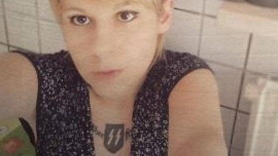 Valenza, tatuaggio delle Ss naziste sul petto: bufera sull'aspirante consigliera di centrodestra