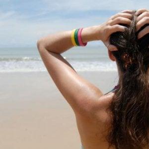 I rimedi naturali che regalano ai capelli i benefici del sole e del mare