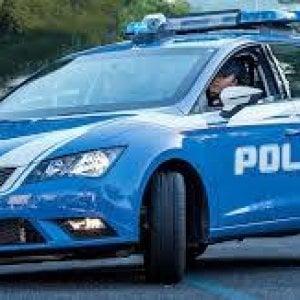 Torino: il topo d'auto si nasconde sotto la vettura, ma è tradito dallo squillo del telefonino