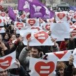 "Novara, l'accusa di due ragazze: ""Prese a calci in faccia perché lesbiche"""