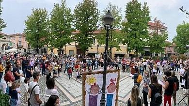 Cigliano, famiglie in rivolta per la scuola che non c'è: il sindaco Fdi toglie i manifesti    Foto