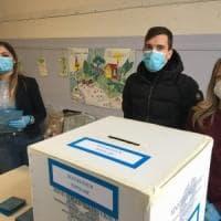 Torino alle urne, ma più della metà dei presidenti dei seggi dà forfait: