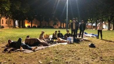 Vercelli, pakistani abbandonati in un parco in attesa di una sistemazione
