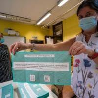 Dl gel dentro la cabina ai percorsi antiassembramento: Torino al voto nell'era