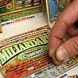 Ruba carte di credito  ai negozianti per fare maxigiocate al Gratta e vinci