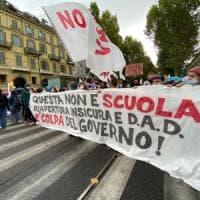 Scuola, prima manifestazione a Torino, in duecento davanti al Miur