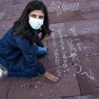 La protesta delle ragazze contro le violenze verbali