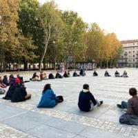 """L'assemblea in piazza Arbarello dei giovani giornalisti di """"Scomodo"""""""