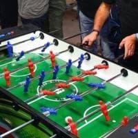 Torino, in tredici al bar per il torneo di calciobalilla: arriva la polizia,