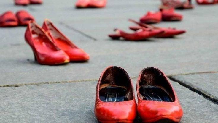 Picchia la moglie per strada, arrestato: inutili due denunce, ammonimento e divieto di avvicinamento