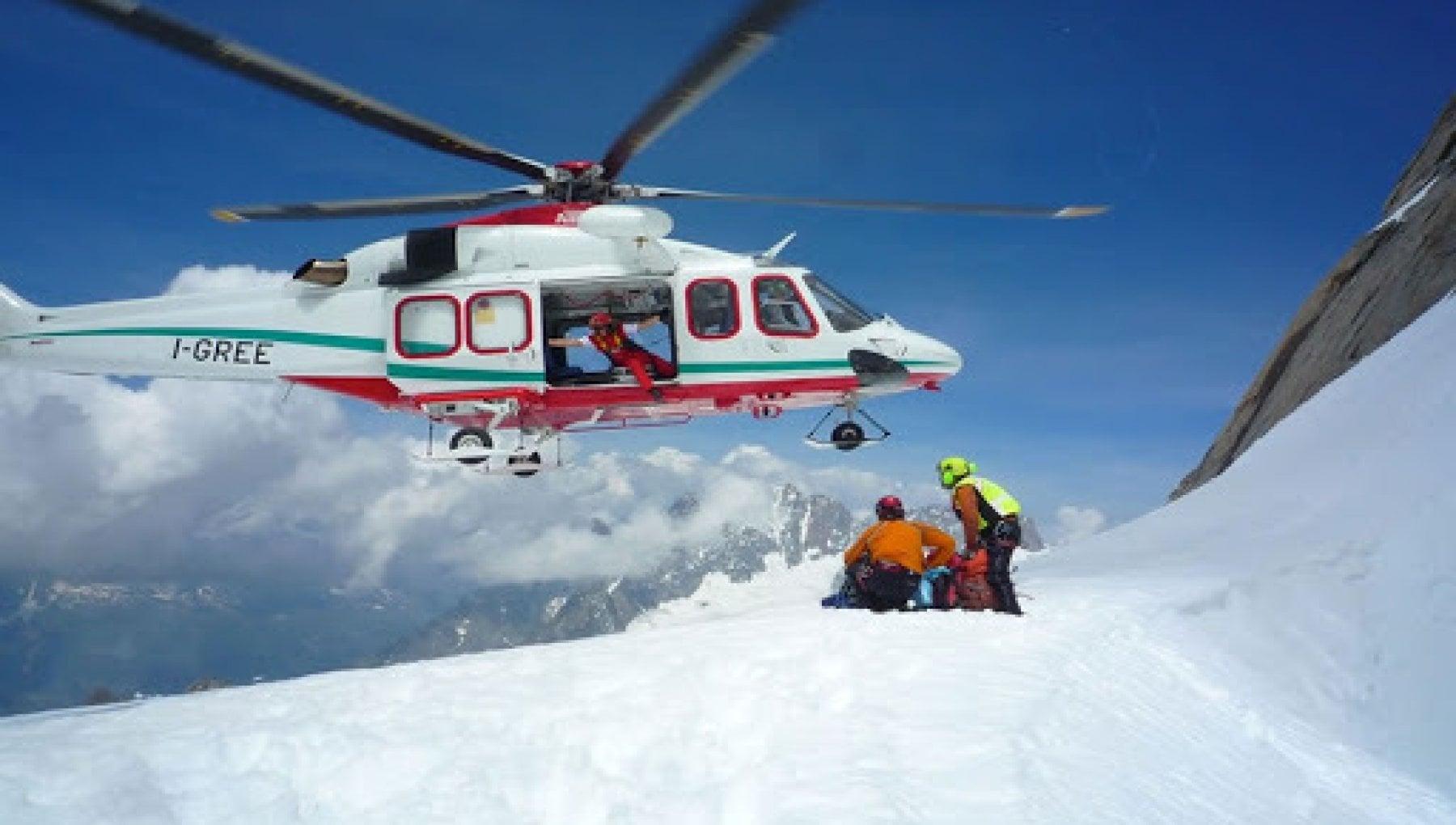 160415589 b0493c10 8f07 4654 b6c5 af5090cf9da6 - Valle d'Aosta, scialpinista muore travolto da valanga sotto gli occhi del compagno di escursione