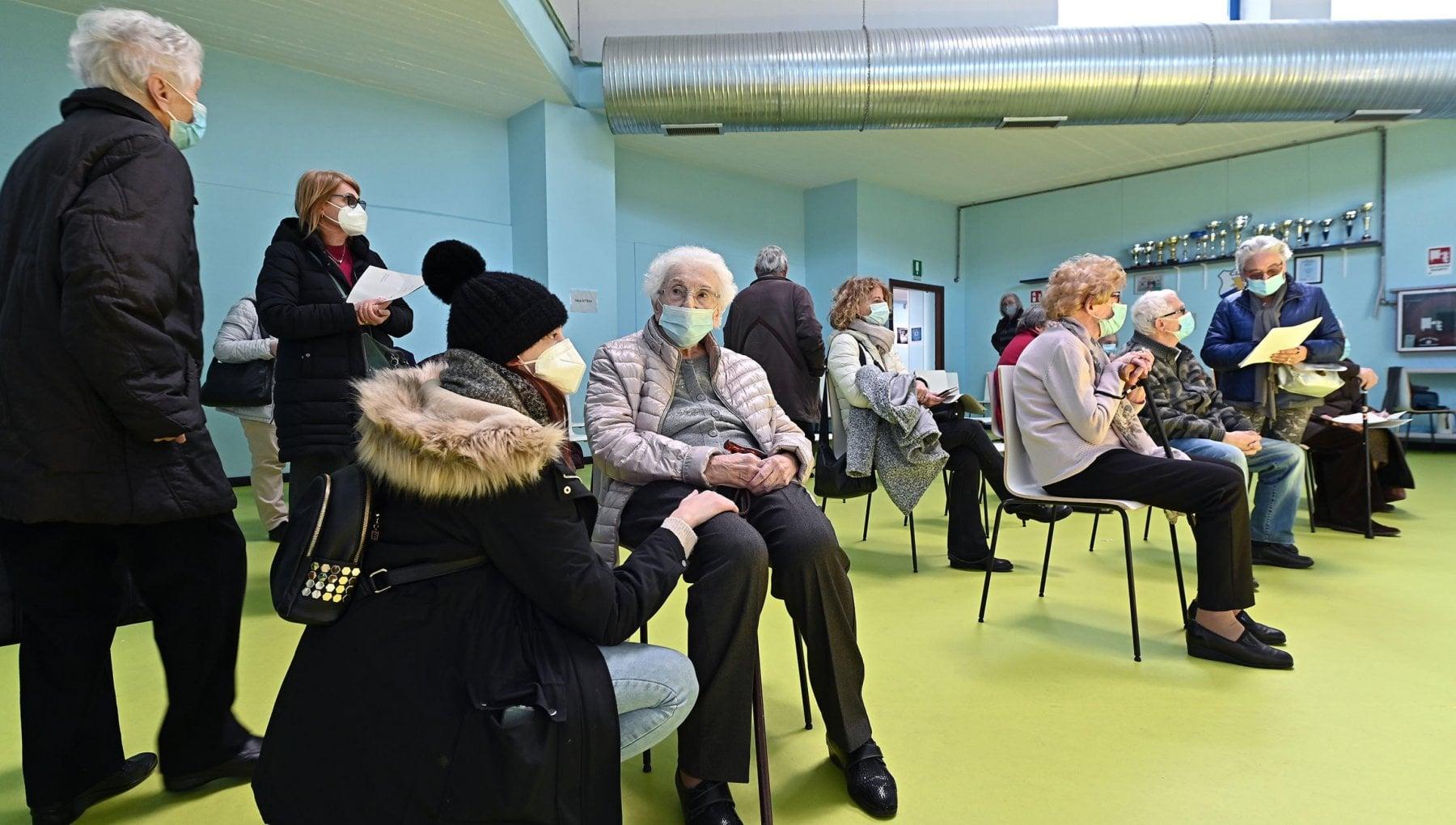 Vaccini: slitta la consegna Pfizer, a rischio le vaccinazioni over 80 in  Piemonte - la Repubblica