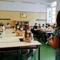 Novara, professoressa rifiuta di indossare la mascherina in classe: sospesa dall...