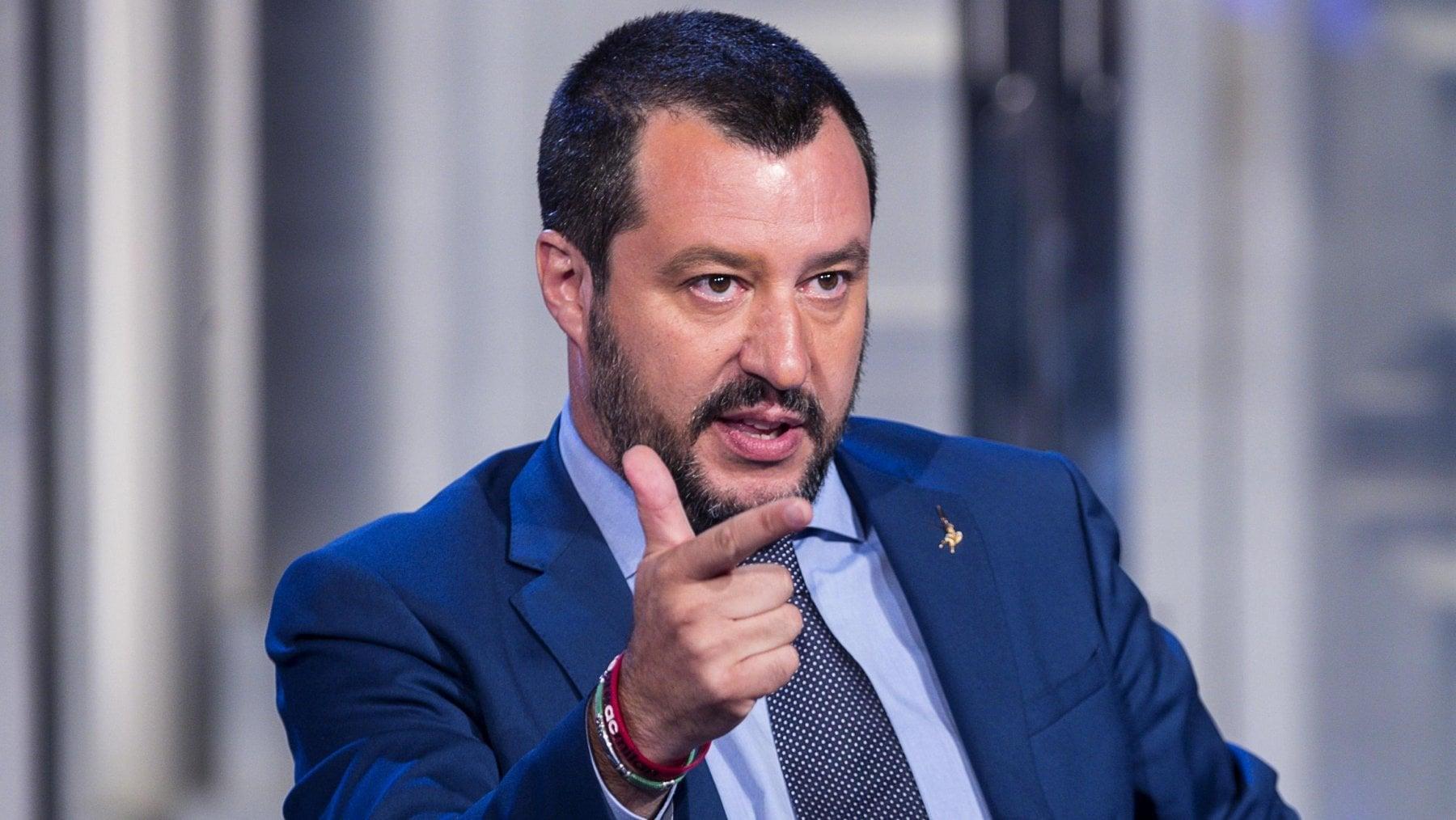 Migranti, Macron vs Salvini: