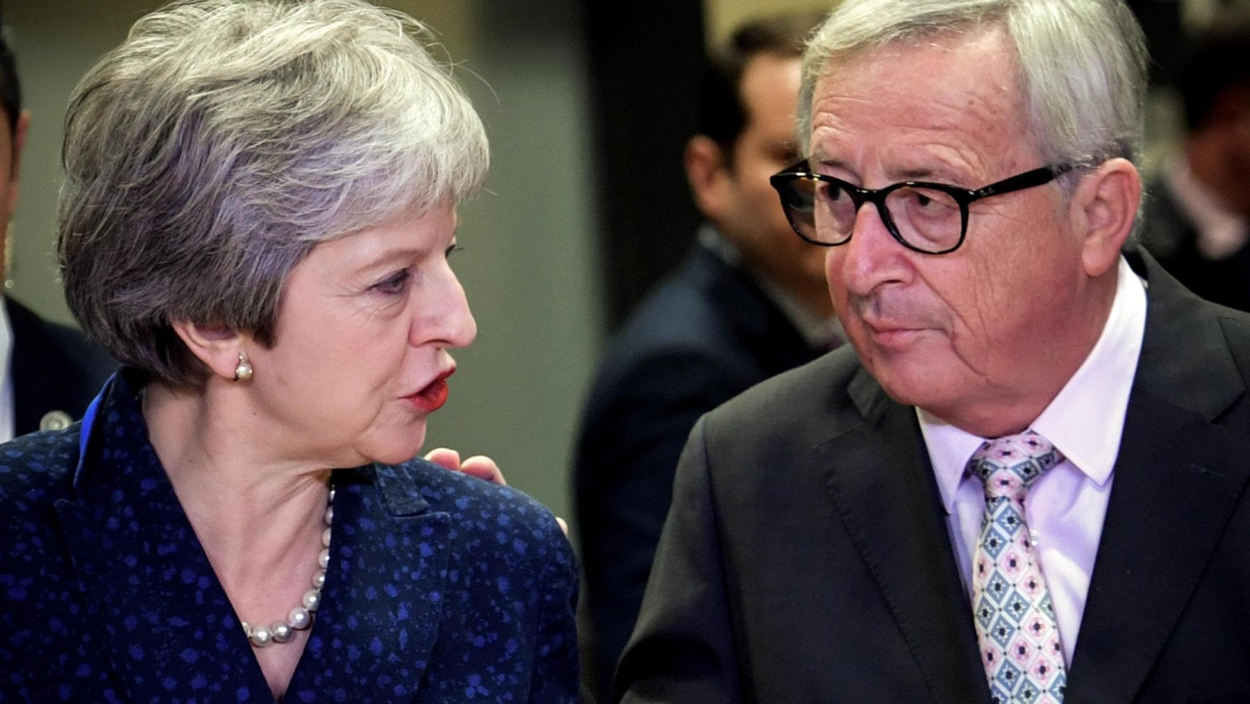 Brexit, Theresa May giovedì a Bruxelles incontra Juncker