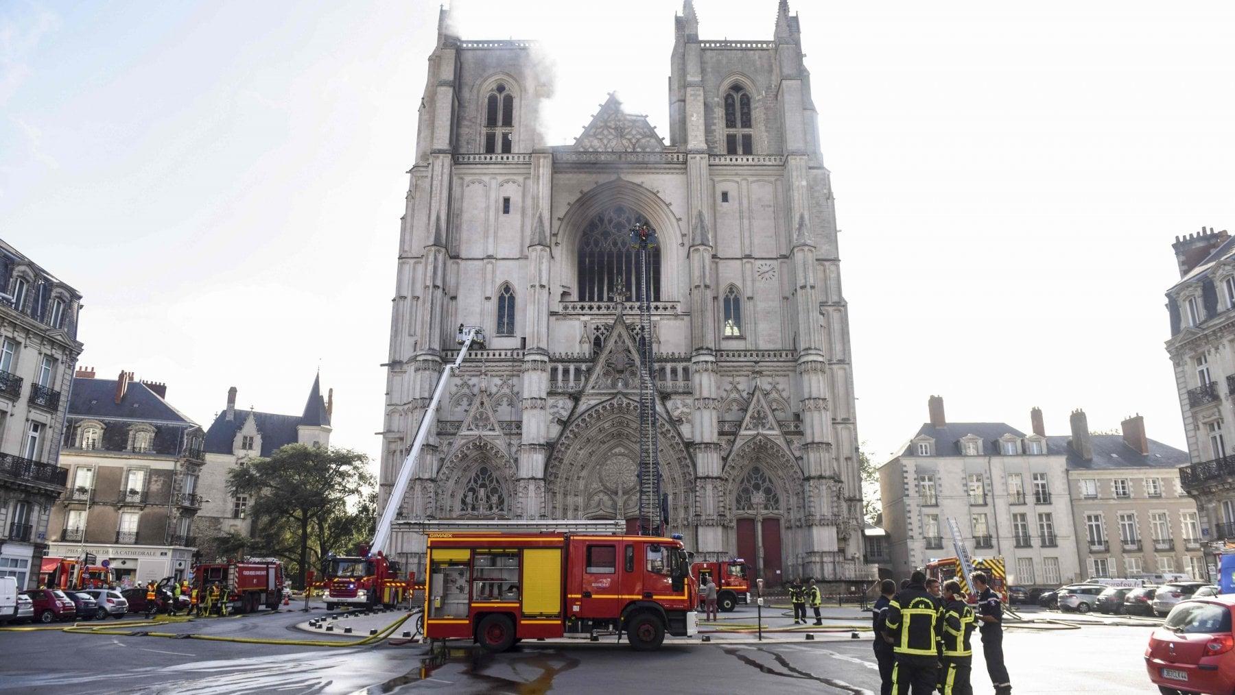 Chiese profanate o svendute ai privati: la Francia teme la deriva anticristiana