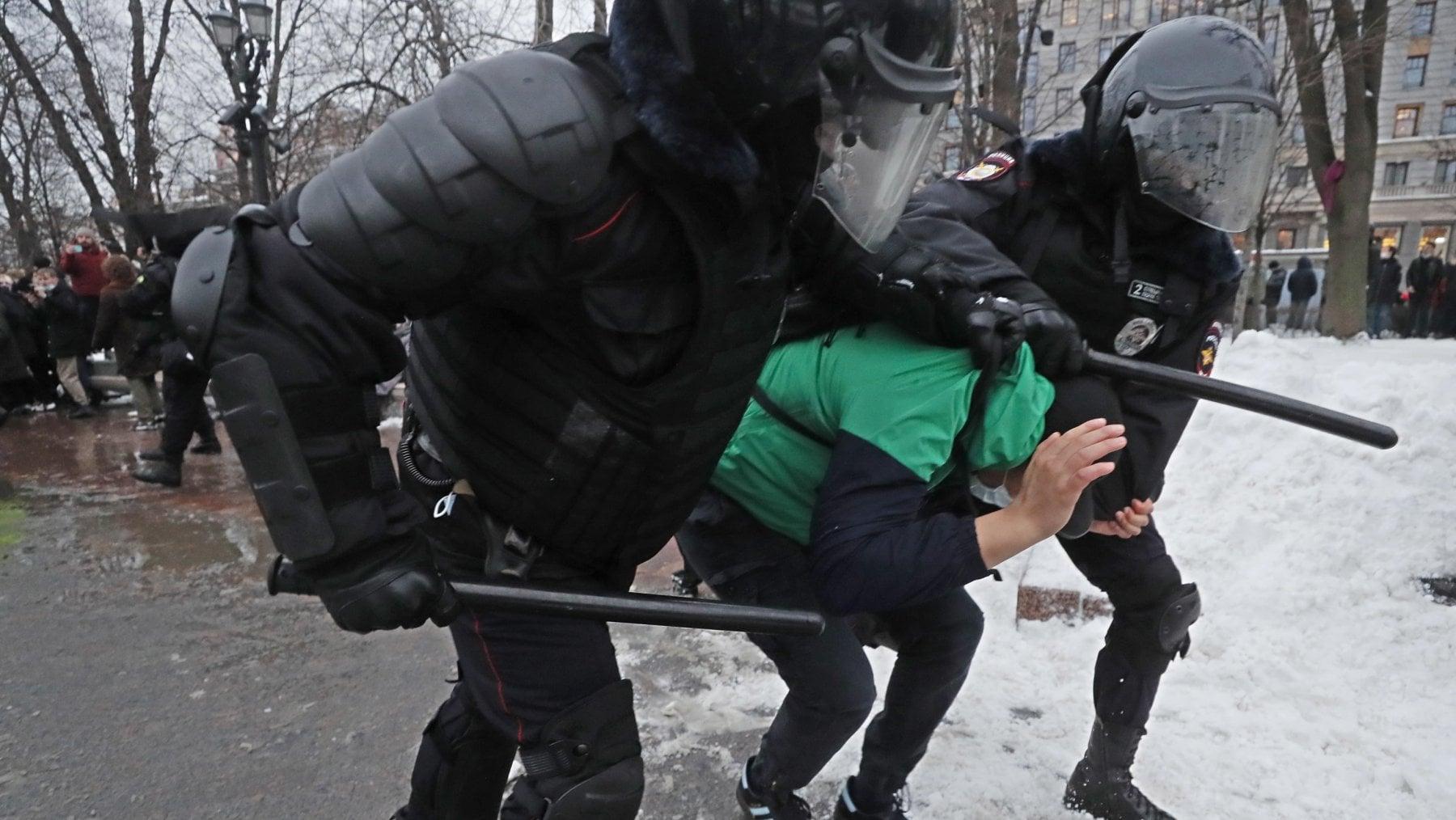 221816524 799d2b1f 0e9e 496f 8368 9260b9b1a396 - Nuove manifestazioni in Russia: record di oltre 5.100 arresti in 90 città