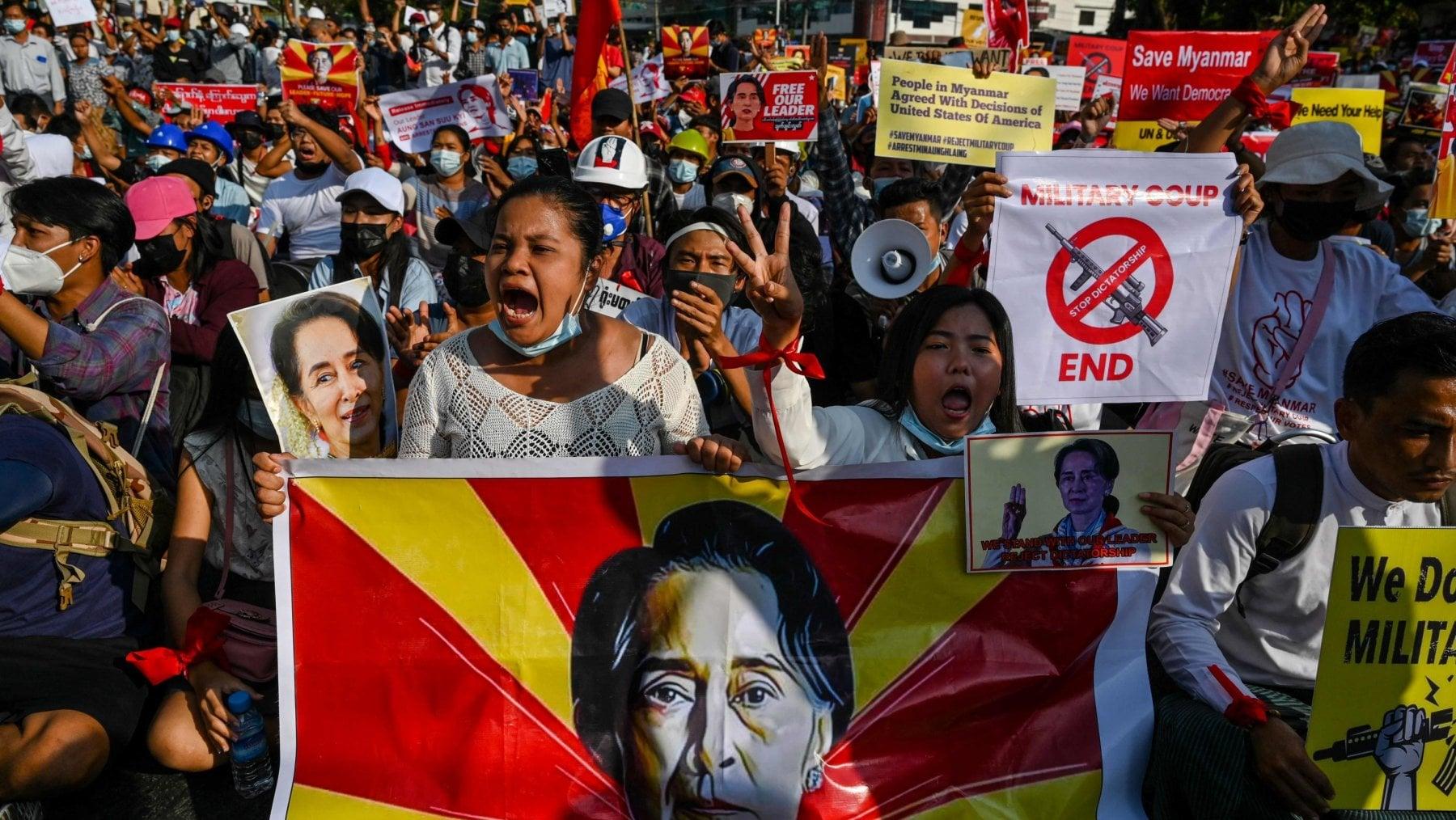 150348758 ba1fb097 6b36 4a4b a62e 40d52de4db81 - Musica e satira, così la Generazione Z sfida i militari nelle strade del Myanmar
