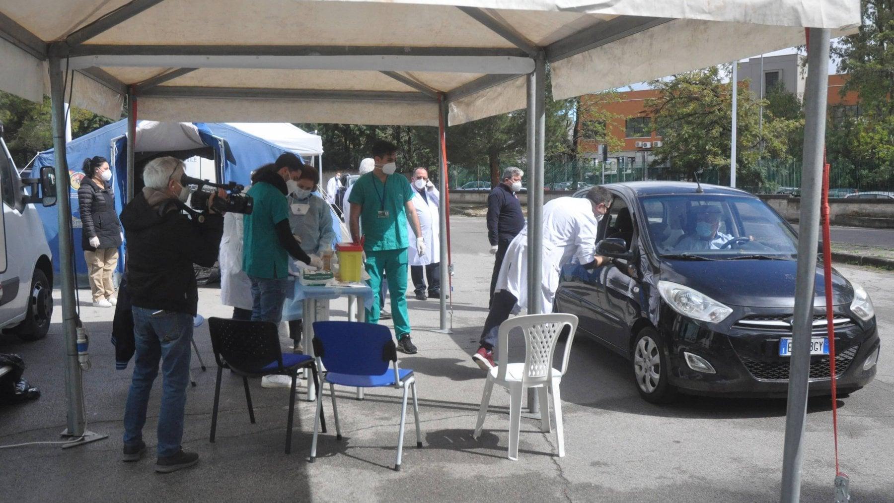Covid, tredicimila in Toscana, diecimila nel Lazio: la mappa dei medici no-vax