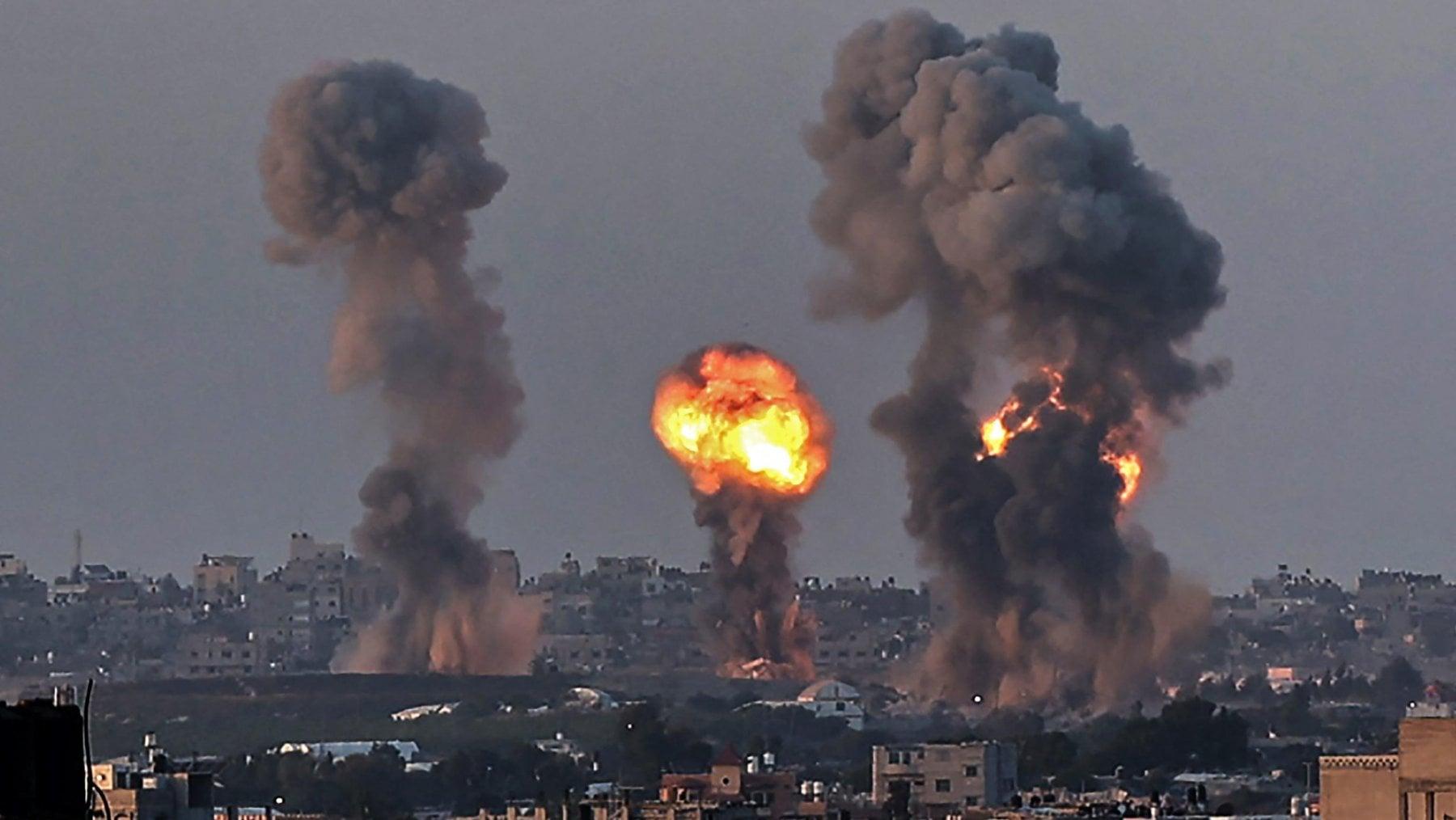 """213919048 97da0400 d7b4 4a06 8a43 32800725e53f - Medio Oriente, l'esercito israeliano attacca Gaza con aviazione e carri armati. Netanyahu: """"Andremo avanti per tutto il tempo necessario"""""""