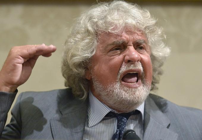 """Grillo sconfessa i suoi senatori: """"Stop clandestinità non nel programma"""""""