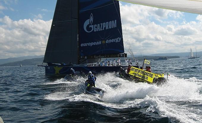 Greenpeace, blitz alla Barcolana  contro Gazprom sponsor del vincitore