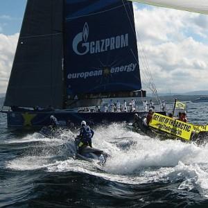 Greenpeace, blitz alla Barcolana  contro lo sponsor Gazprom