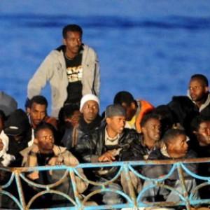 """Immigrazione, Ue: """"Italia sbaglia"""".<br />Politica """"inadeguata, flussi continueranno"""""""