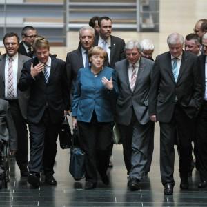 Merkel blocca Ue su divieti Co2 Die Linke: per soldi da Bmw