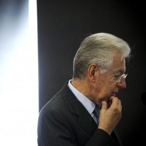 """Monti si dimette da Scelta Civica: """"11 senatori più Mauro mi hanno sfiduciato"""""""