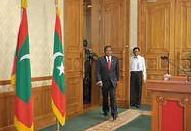 Maldive, caos in paradiso: scontri dopo il voto annullato