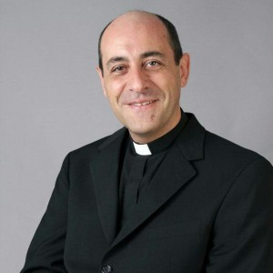 """Fernández: """"Basta con i preti che vivono nel lusso: vi spiego la rivoluzione di Francesco"""""""