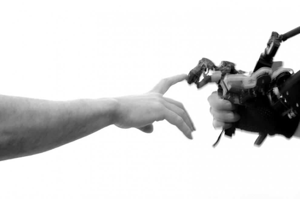 Fotografare le mani: una mostra racconta la nostra storia