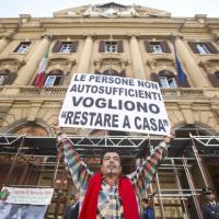 La protesta dei malati di Sla davanti al ministero dell'economia