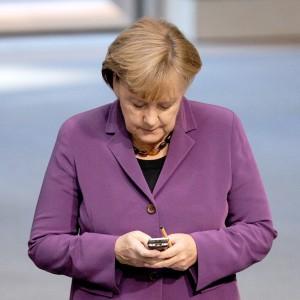 """Berlino: """"Usa hanno intercettato il cellulare della Merkel"""". Obama: """"Non la spiamo"""""""