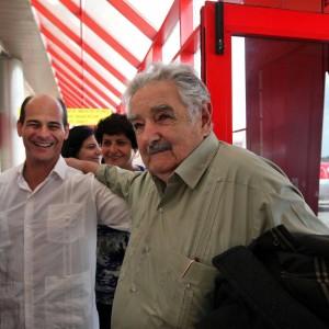"""Marijuana di Stato, aborto e nozze gay in Uruguay: la rivoluzione di """"Pepe"""" Mujica"""