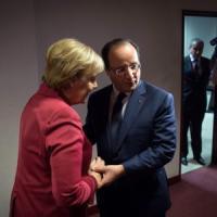 """Datagate, Merkel e Hollande: Entro l'anno con gli Usa un """"codice comune di buona condotta nella spionaggio"""""""