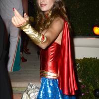 Canalis Wonder Woman, le star si mascherano per Halloween