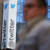 Twitter sfida Facebook a Wall Street. Fondatori già milionari con i cinguettii