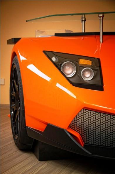 Una Lamborghini in casa: la supercar diventa una scrivania