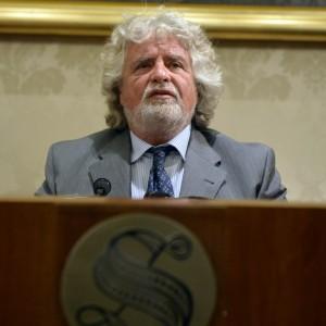 """M5S, Grillo: """"Napolitano furbo e di parte, chiederemo l'impeachment"""""""