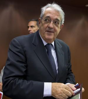"""Saccomanni: """"Sgravi fiscali da 16,5 mld"""".<br />Letta blocca la polemica sul contante"""