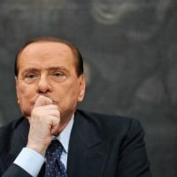 Decadenza, furia di Berlusconi. Alfano promette battaglia in Parlamento. Le colombe: governo non in discussione