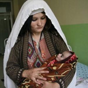 Spose bambine, 20 mila al giorno mettono al mondo un figlio